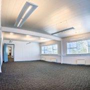 Et større kontorlokale med plads til 3-4 medarbejdere. Skal du bruge et kontor, kan du leje dette.