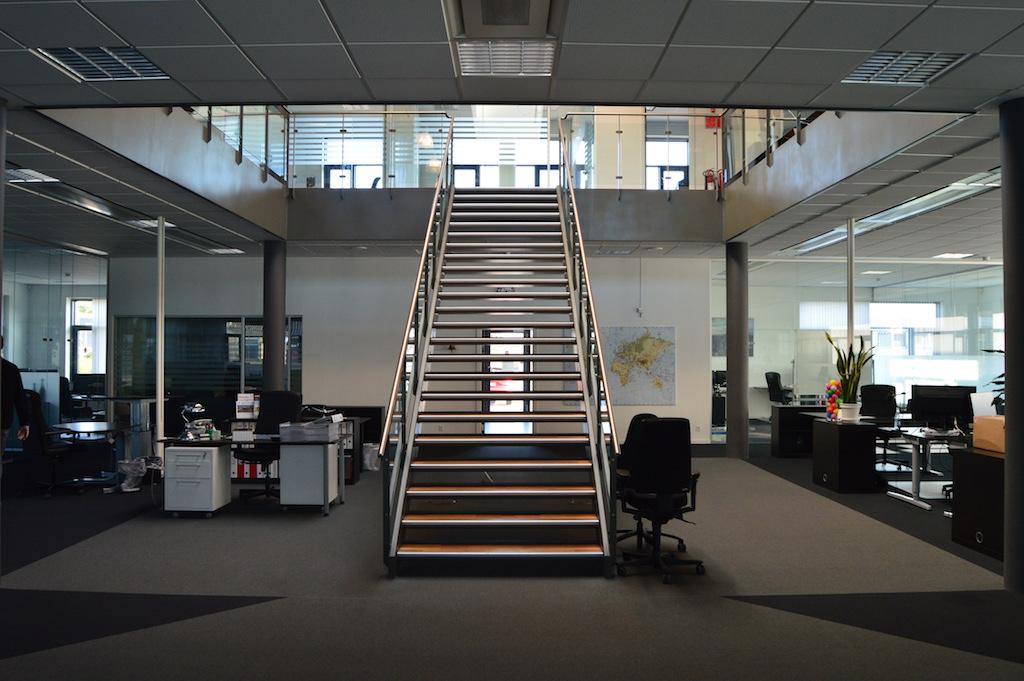 Glasvægge i åbent kontormiljø