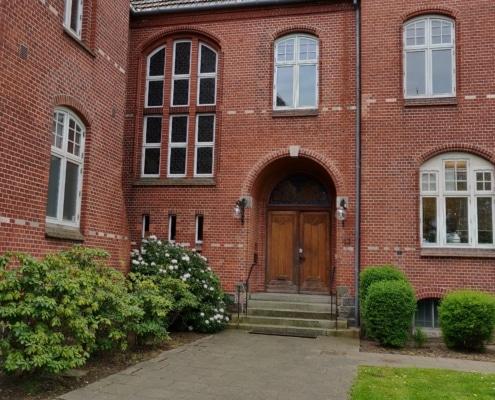 Her ses indgangspartiet til Voxeværket Aabenraa i Det Gamle Kredshus. Se dine muligheder for kontorer herinde.