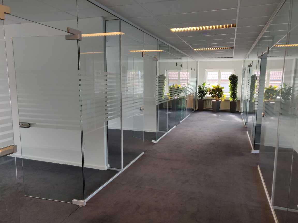 På Københavnsvej ligger kontorhotellet Voxeværket Roskilde. Her er en masse cellekontorer, som du kan se her.