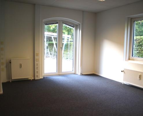 Dette kontor har direkte udgang til vores lille baggård