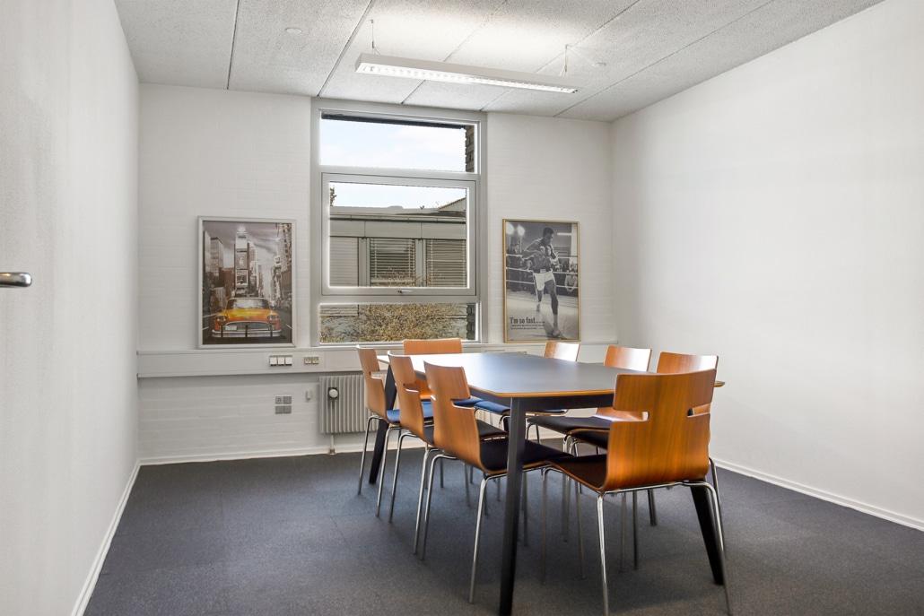 Du kan booke mødelokalet her online på voxevaerket.dk